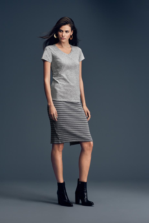 T-shirt Woman's Fashion Basic V-neck Tee ANVIL